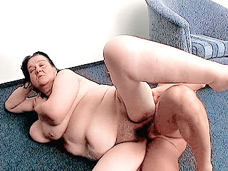 Chubby Milf Takes Cock Ramming in her Pussy